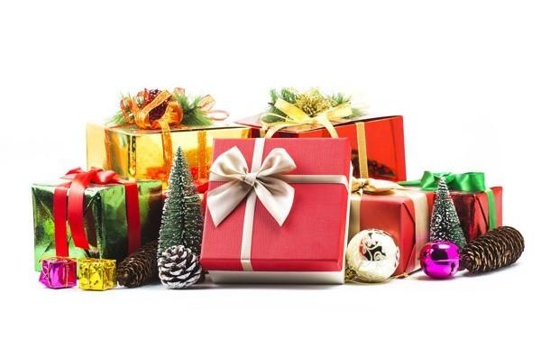 Преимущества картонной упаковки для новогодних подарков